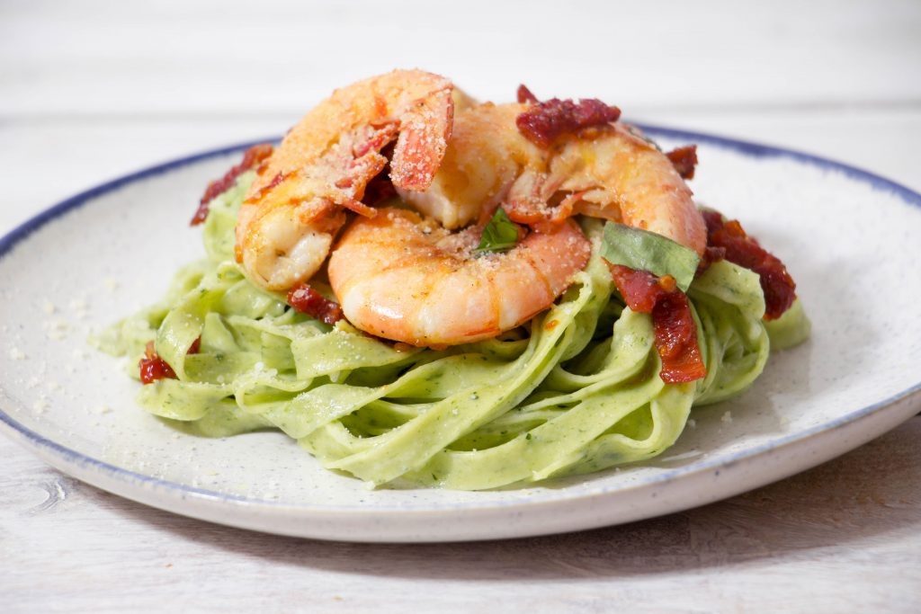 Spinach tagliatelle with shrimp