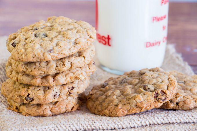 oatmeal and raisin cookies 4