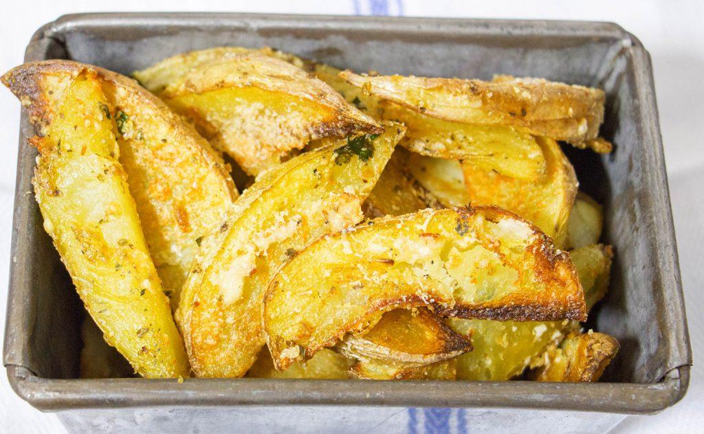 Garlic parmesan potato wedges 4